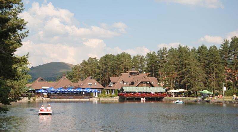 Lago nel centro turistico di Zlatibor