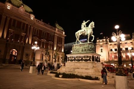 Piazza della Repubblica e il Principe Mihailo a cavallo. Dove i belgradesi si incontrano