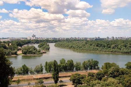Belvedere sulla confluenza dei fiumi Sava e Danubio e vista su Novi Beograd